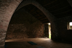 The vaulted barn for meetings and workshops